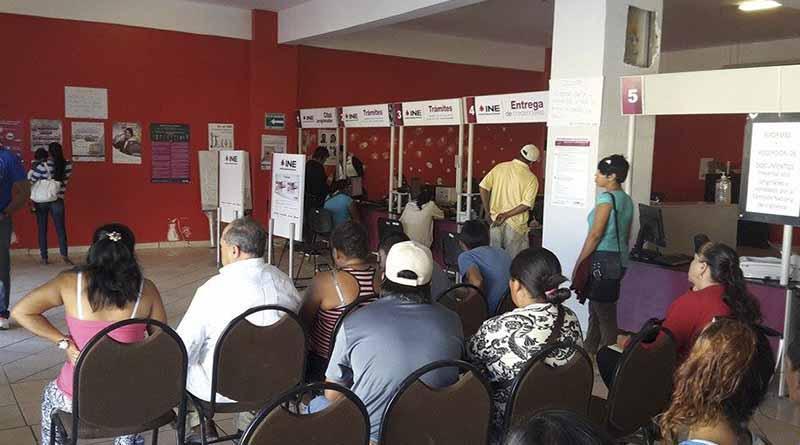 Más de mil ciudadanos atiende a la semana módulo del INE en CSL