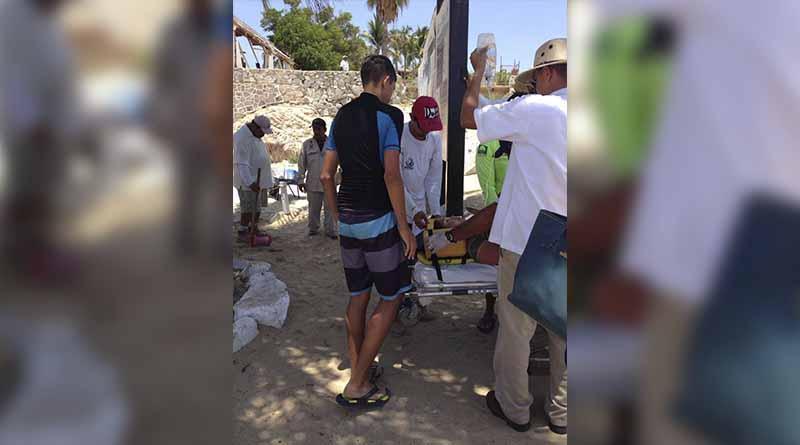 Atiende Cruz Roja a bañista que se desmayó al salir del mar en Palmilla