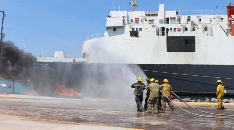 Se realizó simulacro de choque de embarcaciones y derrame de combustibles en Pichilingue