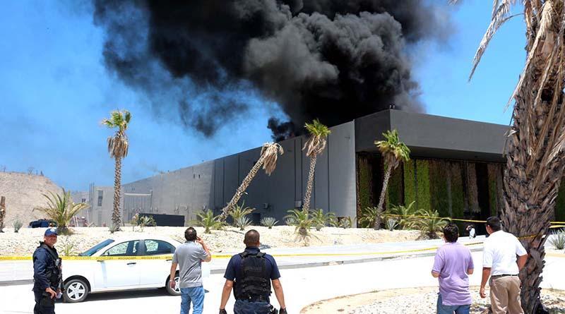 Controlan incendio en Centro Internacional de  Convenciones de San José del Cabo