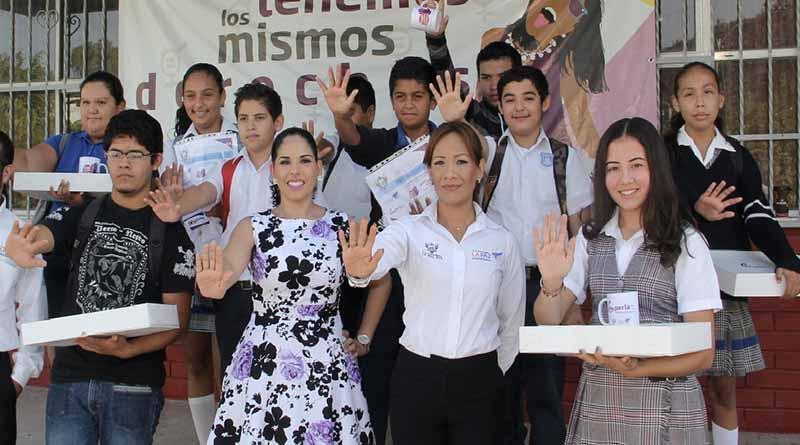 """Entregan premios y reconocimientos a participantes del Concurso """"Stop a la Violencia"""""""