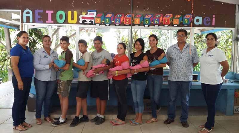 Entrega DIF Los Cabos bebés virtuales a alumnos del Albergue Escolar de Miraflores