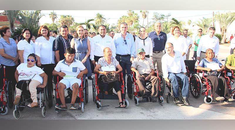 Fundación Orsan y DIF Los Cabos entregan sillas de ruedas a personas con discapacidad