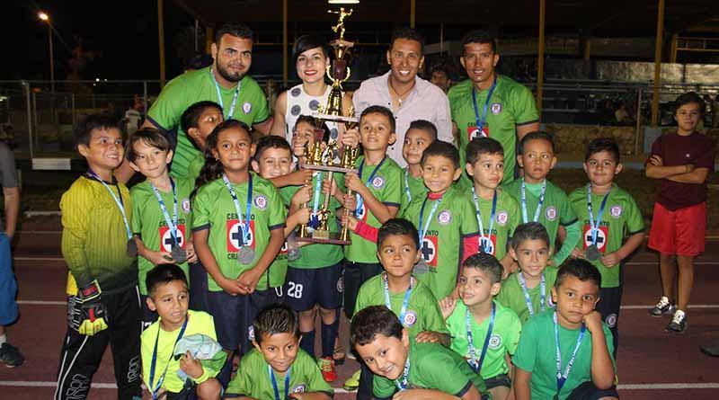 Instituto del Deporte de Los Cabos entrega medallas y trofeos a ganadores de la Liga Edues