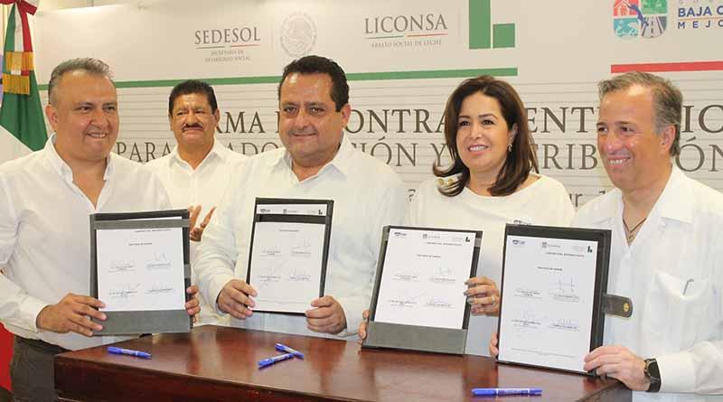Firman SDIF en BCS y LICONSA contrato para la adquisición y distribución de leche