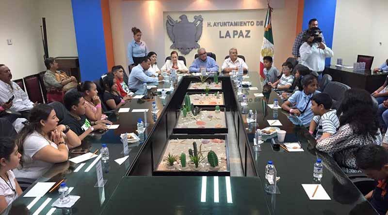 Visitan niños y niñas del Parlamento Infantil, instalaciones del Ayuntamiento de La Paz.