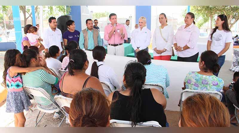 Participa DIF Los Cabos en Feria de Servicios y Programas Sociales por parte de Liconsa