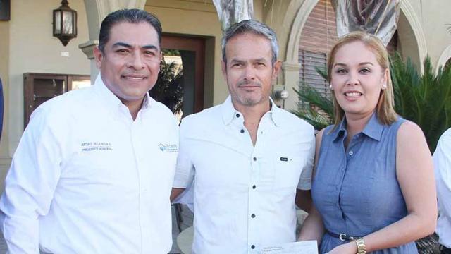 Recibe DIF Los Cabos Donativo de Open Of Surf