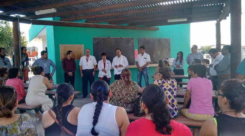 Brinda SSA información a vecinos de Chametla para evitar riesgos por el consumo de agua con arsénico