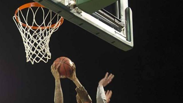 Espectacular noche de James e Irving y Cavaliers derrota a Warriors