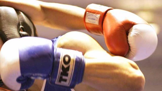 Boxeadores Moisés Flores y Jessica González con peleas titulares