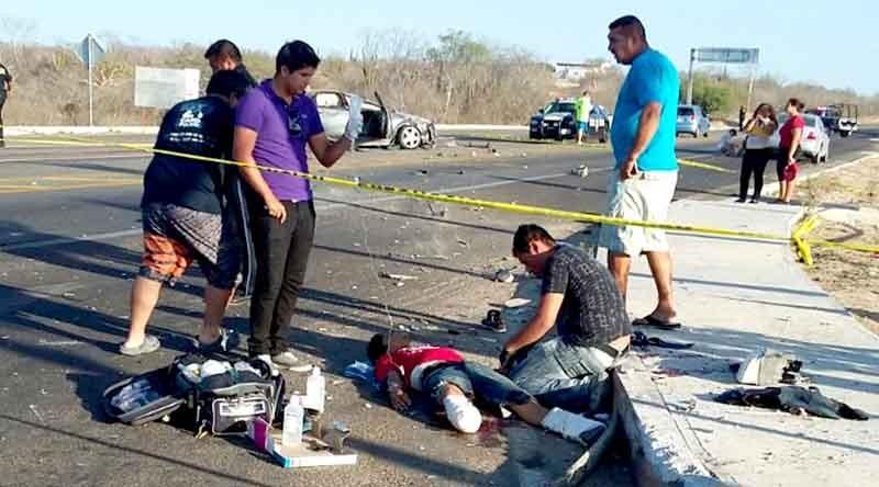 Salvan médicos vida de joven atropellado por choque en Santiago quien perdió ambas piernas