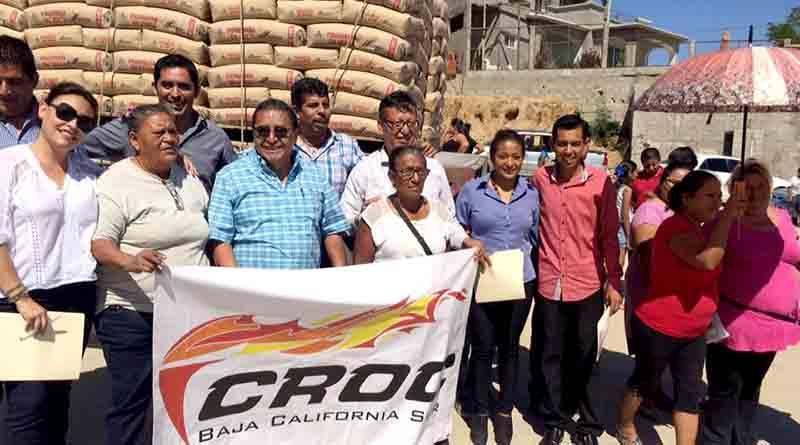 Entrega CROC BCS 32 toneladas de cemento a precio subsidiado a familias de la colonia Los Cangrejos
