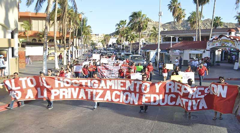 Las escuelas de luto por sucesos de Nochixtlán, entre las protestas de la marcha ayer en Cabo San Lucas