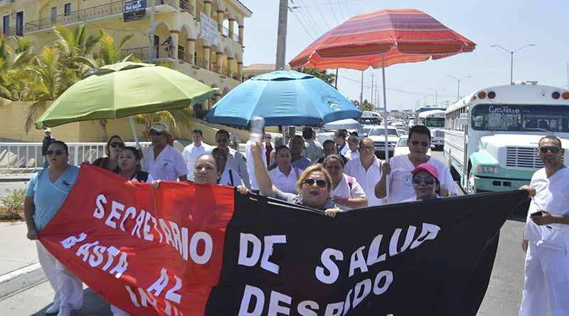 Protestan trabajadores del Hospital General en CSL por despido de 14 trabajadores y falta de insumos