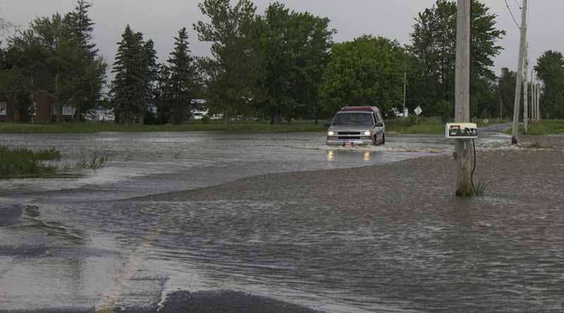 Persisten lluvias de fuertes a locales intensas en el sureste del país