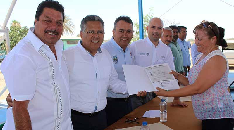 Encabeza Alcalde, Francisco Pelayo, Entrega de Certificados Para Adultos