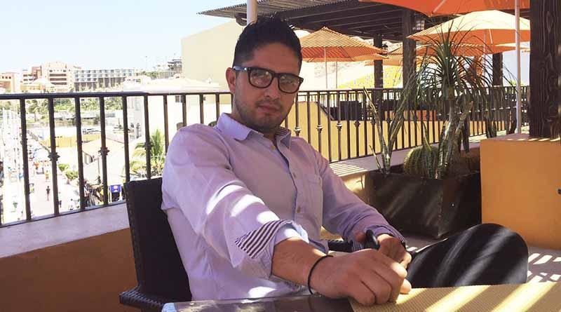 Francisco Tesisteco Molina, director de Marketing del hotel Tesoro Los Cabos, Spa y Dayclub, con la idea firme de ir a la par de lo que se viene para nuestro destino en materia de desarrollo