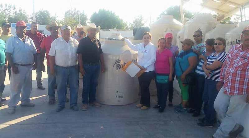 Entrega Ayuntamiento de Comondú, Tinacos a Precios Bajos, a 28 Familias