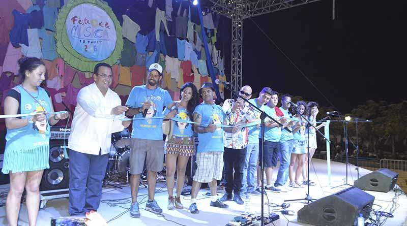 Cientos de cabeños celebran a la música