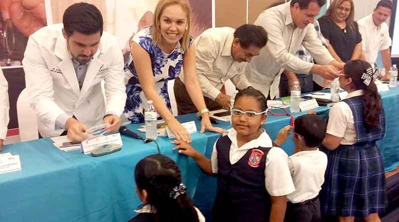 Entregan lentes a 5 mil niños de Los Cabos para que mejoren su aprendizaje