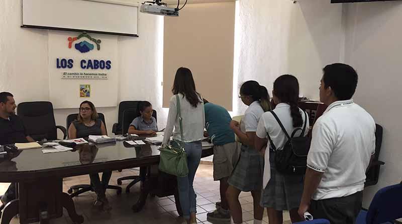 Más de 2 mil 300 alumnos disfrutan de becas municipales