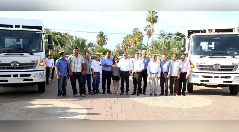 Ahorros administrativos permiten entrega de camiones recolectores de basura: Arturo de la Rosa