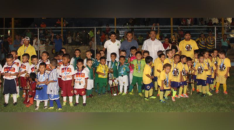 Gana Lobitos FC torneo 2016 de fútbol infantil de la Liga Edues