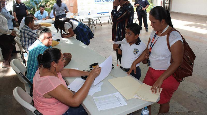 No más rezagos en el pago de becas municipales a c: Jesús Cortez