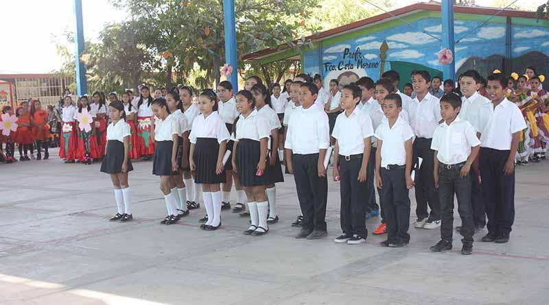 Programa de vales para uniformes y útiles escolares beneficia a 140 mil alumnos: SEP