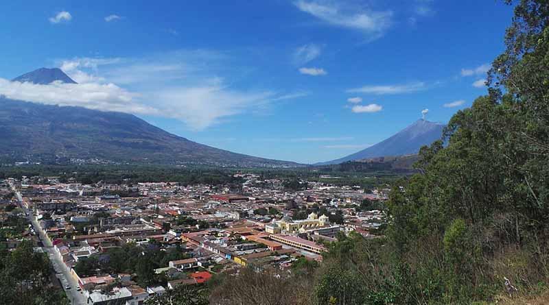 Guatemala, en alerta por erupción de volcán y lluvias