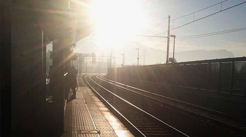 Mueren al menos 11 personas en choque de trenes en el sur de Italia