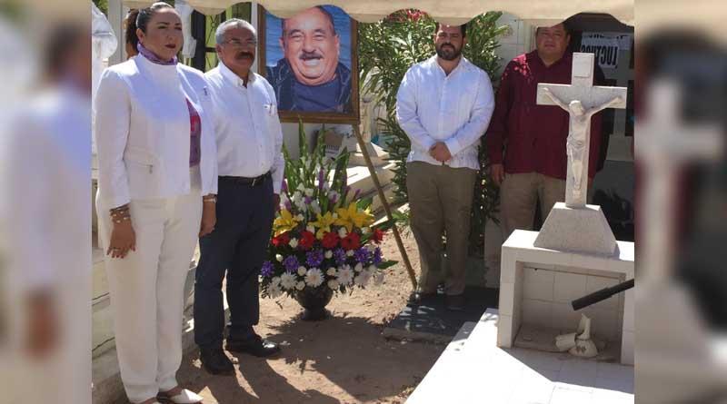 Realizan acto luctuoso para conmemorar al Profesor Alfredo Carballo Cota