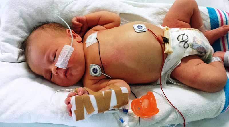 El Papa visita hospital y pide no abandonar a los niños enfermos