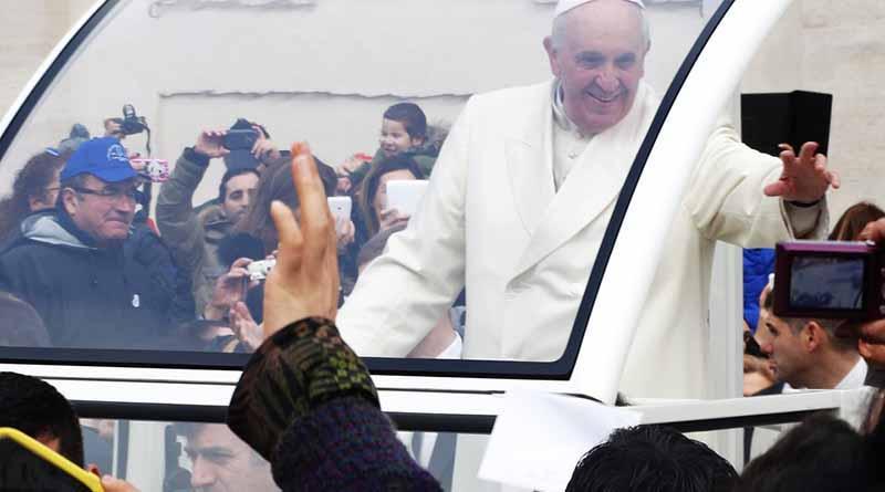Pagan mexicanos 80 mil pesos por acompañar al Papa en Polonia