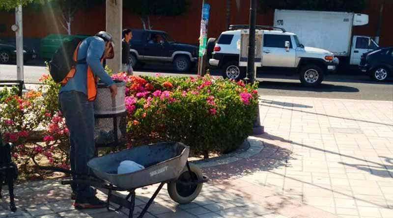 Servicios Públicos trabaja en la limpieza de parques y jardines de La Paz