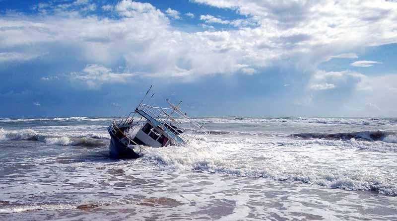 Mueren cuatro inmigrantes en barcaza con 352 personas a bordo en Malta