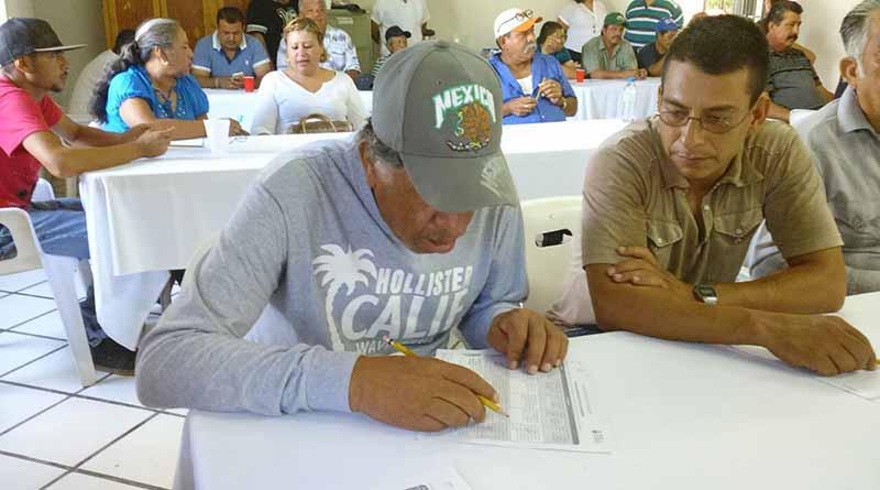 Abatir el rezago educativo de los trabajadores de Servicios Públicos el objetivo: Martín Guluarte.