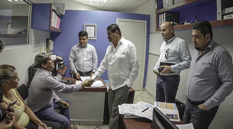 Recorre Alcalde oficinas municipales