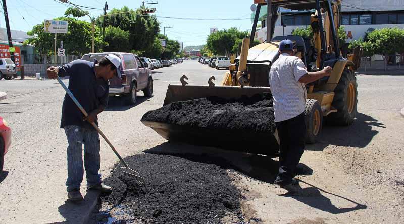 Refuerzan bacheo en las principales vialidades de la ciudad de La Paz