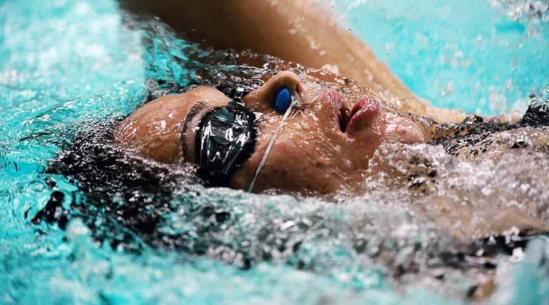 Nadadora nepalí, superviviente de sismo, es atleta más joven de Río