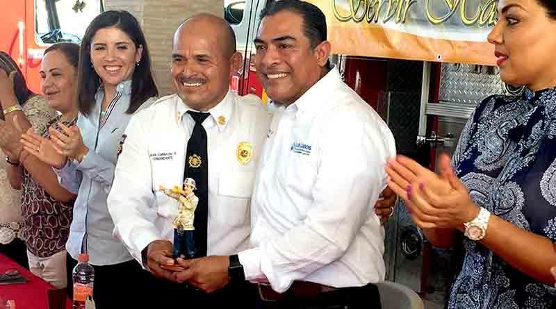 Histórico: entrega Alcalde 1.2 mdp a Bomberos de Los Cabos para equipamiento nuevo