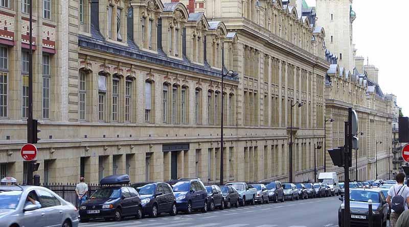 Francia refuerza seguridad de colegios por amenaza terrorista