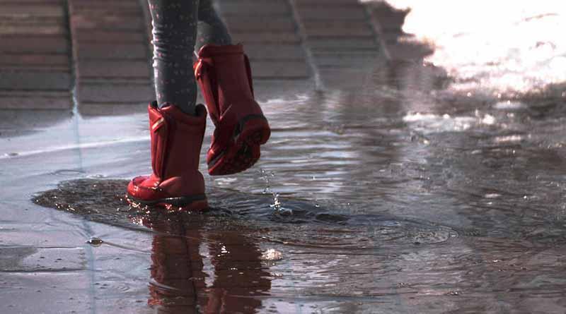 Canal de baja presión y ondas tropicales causarán lluvias fuertes en varios estados del país