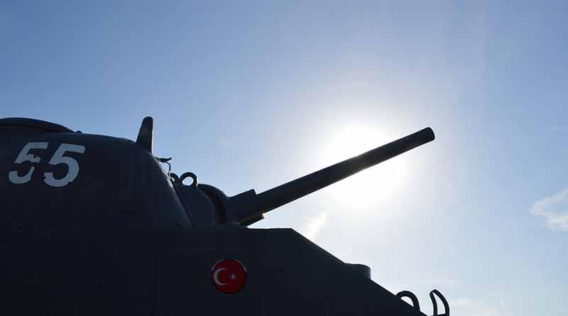 Más tanques militares turcos ingresan a Siria