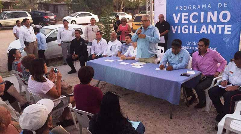 Se reúne Secretario General del Ayuntamiento con vecinos de Chametla