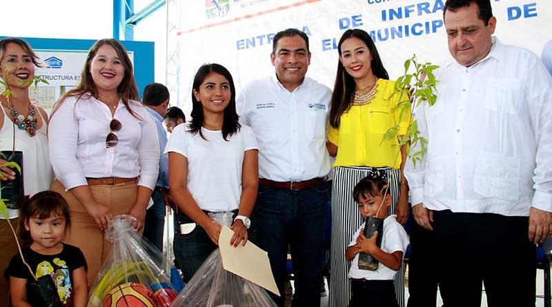 En gira con el gobernador del Estado se entregaron obras y servicios por un monto superior a los 9 millones 500 mil pesos