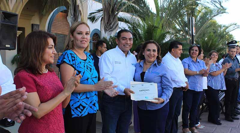Entrega Alcalde reconocimiento al personal que cursó el Diplomado de Contabilidad Gubernamental