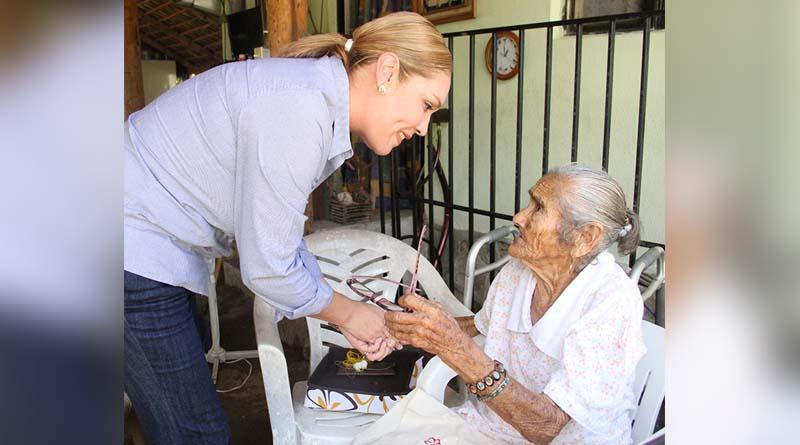 Vianey Núñez entrega beneficios en la Zona Norte del Municipio