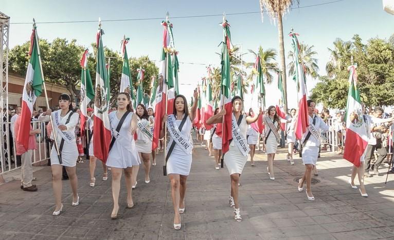 Alcalde de La Paz, reconoce el empeño del contingente en el desfile de Independencia